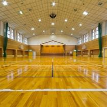 【体育館】バレーボール、バスケットボール、バドミントンが等お楽しみいただけます。
