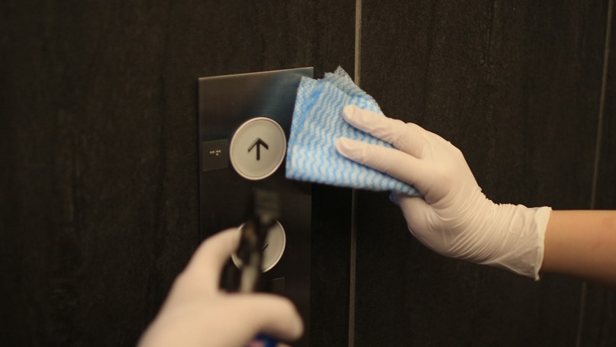 エレベーターのボタン消毒