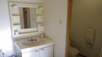 * 洗面  お部屋は全室トイレ、洗面付です。お風呂は大浴場で温泉をご利用下さい