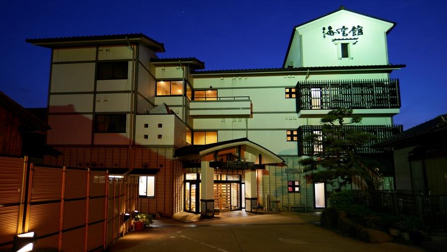 海雲館は間人ガニで有名な間人港を一望できる全10室の宿で、全館バリアフリー設計です。