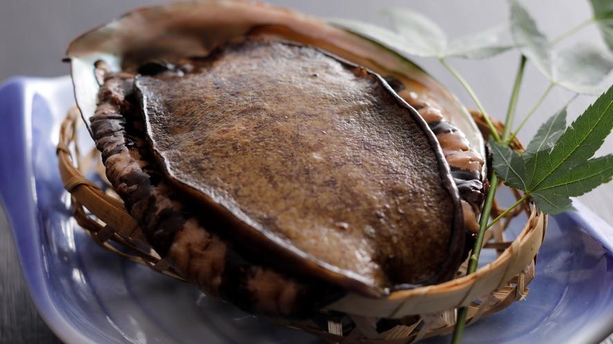 【食材】別注料理でも人気・天然のアワビ!