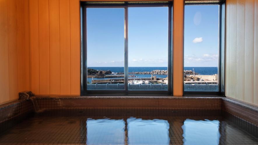 【大浴場】間人港と日本海を一望しながら、温泉の大浴場でゆったりとした時間を。