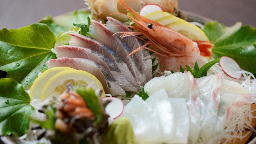 【お造り】地魚のお造り5種盛り合わせ。