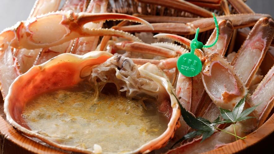 【間人ガニ】海雲館では、新鮮なカニを桶盛りでご提供いたします。