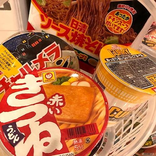 100円ショップ(カップ麺)