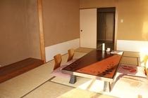 ■客室■奥まで日の当たる客室
