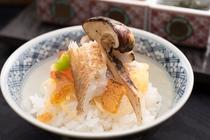 朝食 真鯛と松茸の土鍋ご飯