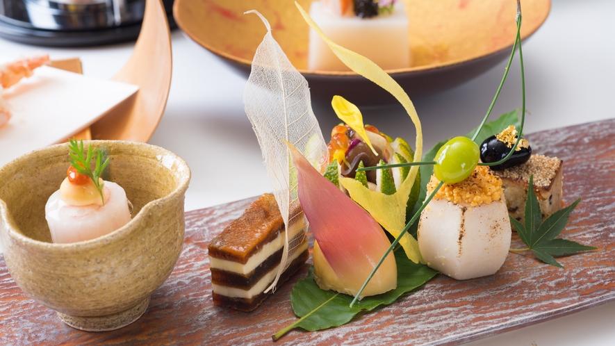 ご夕食一例。紅葉旬彩ズワイ蟹の奉書巻き他
