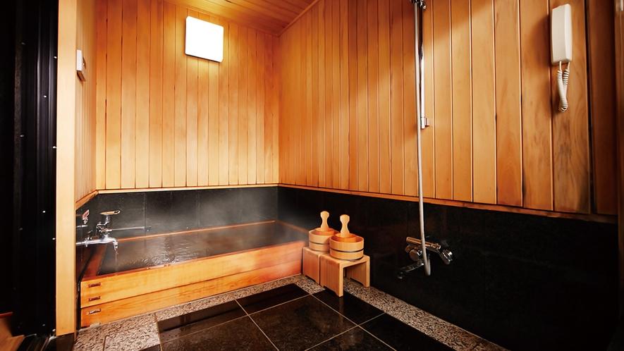 檜造りの客室風呂一例