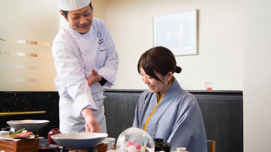 東北大会優勝料理長がこだわった旬の素材をふんだんに使用したお料理をお召し上がりください。