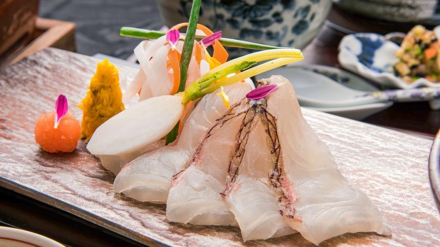 ご夕食一例。活〆真鯛のしゃぶしゃぶ