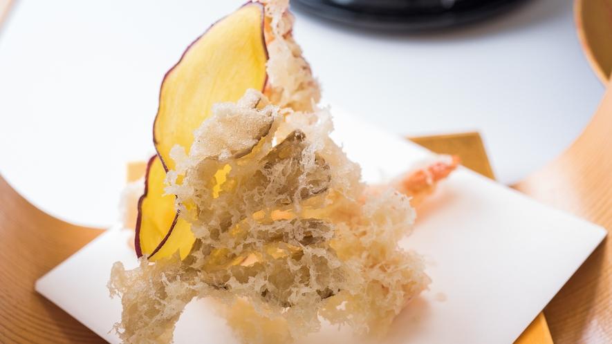 ご夕食一例。サクサクの揚げたてコロモ。車海老の丹波と天然舞茸の白扇揚げ