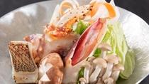 ズワイ蟹と鮮魚の海鮮鍋
