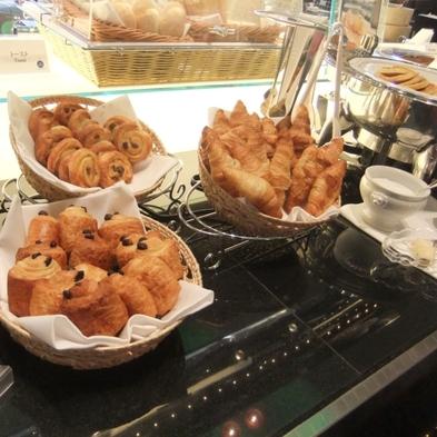 【ミニパンケーキもある種類豊富なメニュー】シェフが目の前でオムレツを作ります +添い寝ミニ宿泊セット