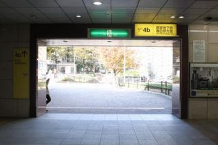 後楽園駅4b出口を出てください。