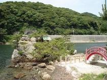 大崎神社と猪鼻湖