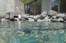 透明感のある温泉