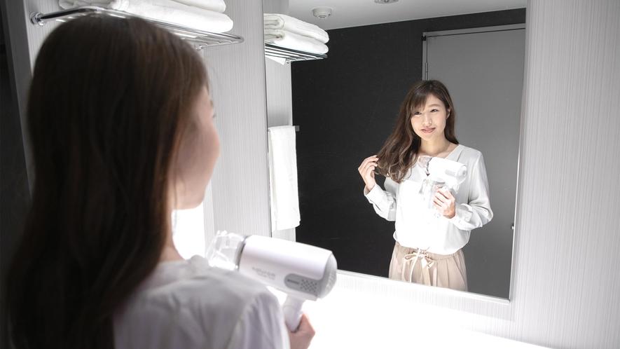 大きい鏡でメイクやセットもバッチリ☆