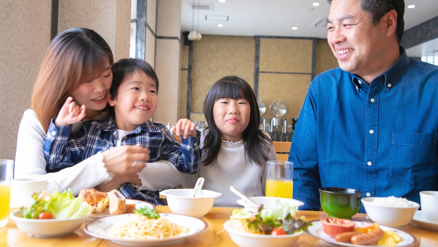 朝食はバイキング!家族みんなでお好きなものをお選びいただけます♪