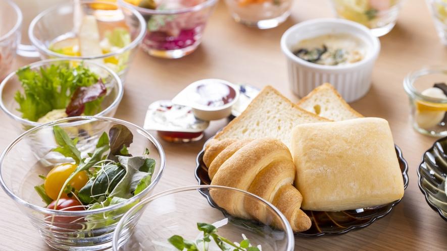 ◆ご朝食 サラダ・パン・牡蠣グラタン◆