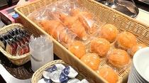 ◆ご朝食 クロワッサン・ミルクパン・デニッシュ ジャム・バター◆