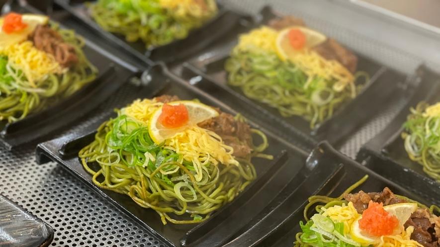 ◆ご当地逸品【瓦蕎麦】茶そば鉄板焼き