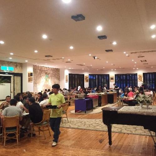 【UFOレストラン】ホテル向かいの建物「UFOスタジアム」内にある夕朝食バイキング会場です。