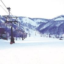 【最安値リフト券付】ふたつのスキー場で滑走可能!上級者でも滑り応えのある白馬五竜スキー場プラン
