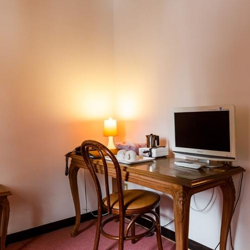 【4人部屋】館内wi-fi完備しています。SNSやクチコミなどで率直なご意見を頂けたら幸いです。