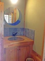 陶器風呂の洗面台