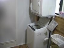一階の洗濯機、乾燥機