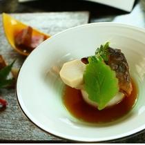 【夏料理】【煮物】黒川岩魚含煮 木の葉冬瓜 木の芽