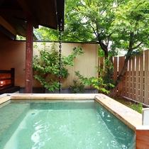 【露天kajitsu】ゆったりと浸かれる露天の湯舟も源泉を使用