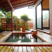 【大浴場 露天】見晴らしの湯の露天風呂は、解放感を感じる入浴が魅力