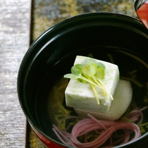 【夏料理】【お椀】あおさとうふ 蓴菜、梅素麺