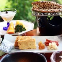 【朝食】厚焼き卵に岩魚の一夜干しなど朝食も手作り仕立て