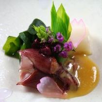 【春料理】【先附】蛍烏賊酢味噌掛け うるい 若布