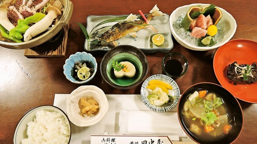 *<夕食一例>鮎の塩焼きや鴨の朴葉味噌焼きなど季節の創作料理。