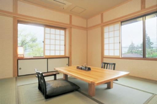 あやめ◆母家2階一間和室8畳/内風呂付/由布岳眺望
