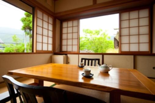 こすもす◆母家2階二間和室6+4.5畳/内風呂付/由布岳眺望