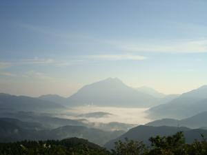 由布岳と朝霧