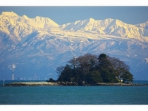 立山連峰と唐島