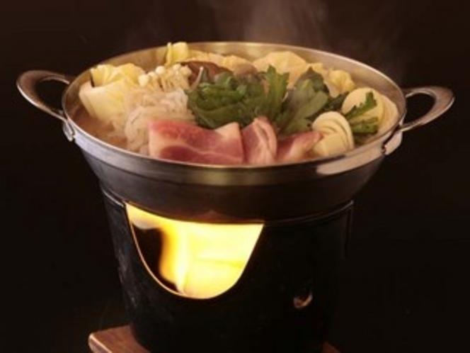 """上野村特産の""""十石いの豚""""を使った特製鍋"""