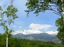6月の残雪輝く乗鞍岳