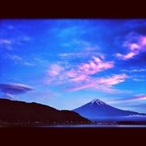 つるし雲と富士山
