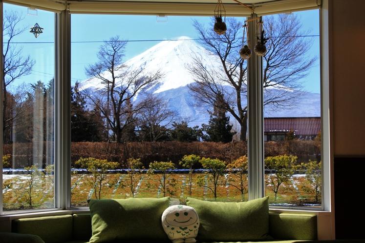 ラウンジからの富士山