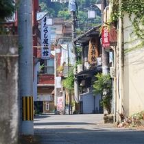 【日奈久 路地裏】竹細工店や味噌屋など商人の町の面影が残っています。