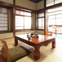 【客室一例】創業明治43年、趣のあるお部屋でごゆっくりとお寛ぎください。