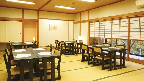 【お食事処】美山川沿いのお食事会場