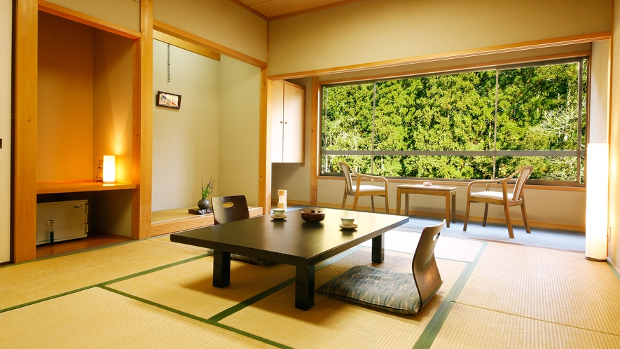 """■和室10畳■美山川のせせらぎをBGMに。""""非日常の空間""""を提供いたします――。"""